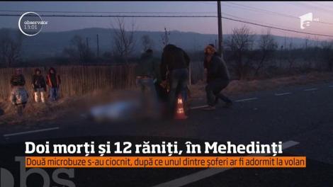 Doi morţi şi 12 răniţi! Două microbuze s-au ciocnit, după ce unul dintre șoferi ar fi adormit la volan