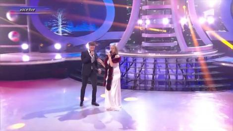 """Dima & Mirela Boureanu Vaida se transformă în Elvis Presley - """"Here comes Santa Claus"""""""