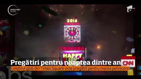 Celebrul glob din Times Square este pregătit pentru marea petrecere