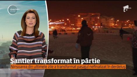 Ninsoarea din ultimele zile a transformat pasajul nefinalizat din Ploiești în derdeluș