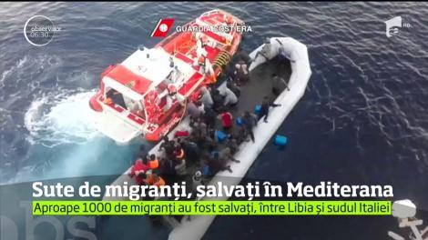 Mai mulţi refugiaţi, aflaţi la un pas de a se scufunda în Marea Mediterană, au fost salvaţi după o operaţiune dificilă