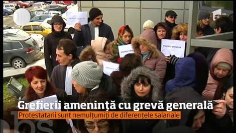 Grefierii amenință cu greva generală