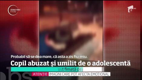 """Imagini șocante! Un băiat este BĂTUT și UMILIT de o fată de 11 ani. Copilul, învinețit la ochi, plânge și imploră să nu mai fie lovit: """"Te rog, lasă-mă în pace că nu mai pot"""""""