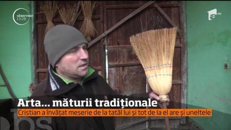 Arta măturii tradiționale. Un bărbat din Sibiu este singurul care mai face mături