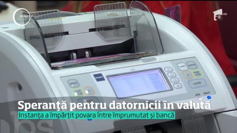 Speranță pentru datornicii în franci elveţieni. Judecătorii au decis echilibrarea cursului valutar, astfel încât banca şi datornicul să împartă povara