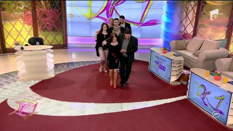 """Dansul nepereche s-a auzit şi dansat în platoul """"2k1""""! Mirela Boureanu Vaida şi Robert au încins o """"Braşoveancă"""" în direct. Sus piciorul, soacră mare!!!"""