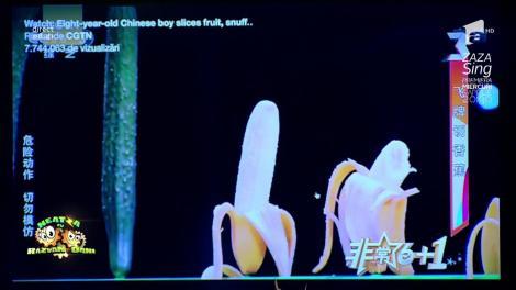 Smiley News: Chinezii pot tăia bananele și castraveții cu o simplă carte de joc