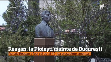 Bustul lui Ronald Reagan, fostul preşedinte american, la Ploiești înainte de București
