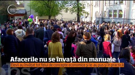 """Peste 400 de elevi de clase primare de la Şcoala """"Pia Brătianu"""" din Bucureşti au experimentat de dimineaţă viaţa de antreprenor"""