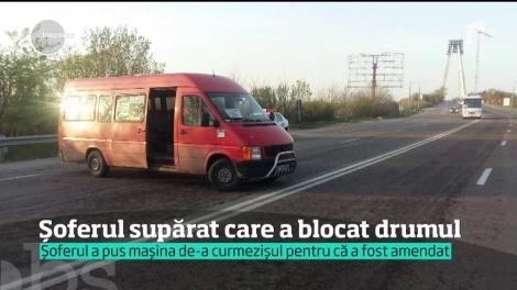 Un șofer de microbuz din Constanța a blocat circulația pe o șosea, în semn de revoltă faţă de un echipaj de poliţie