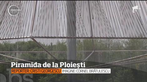 Piramida din buricul Ploieștiului! Oamenii se mândresc cu o fântână arteziană, asemănătoare construcției din fața Muzeului Luvru. Construcția este unică în România