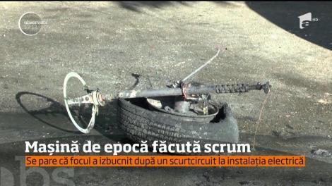 Un autoturism de epocă, fabricat în anii '60, s-a făcut scrum aseară, în Piatra-Neamţ
