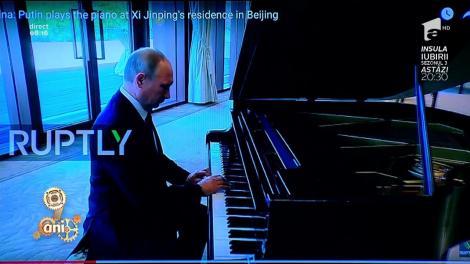 Smiley News: Câte talente! Vladimir Putin cântă la pian