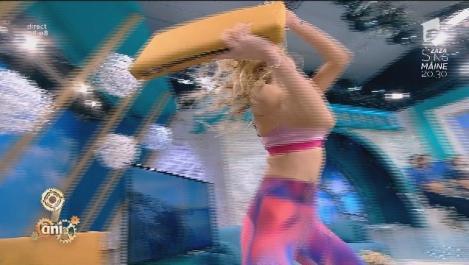 Flavia nu a mai rezistat! L-a atacat pe Dani în direct! O pernă a zburat prin fața prezentatorului!