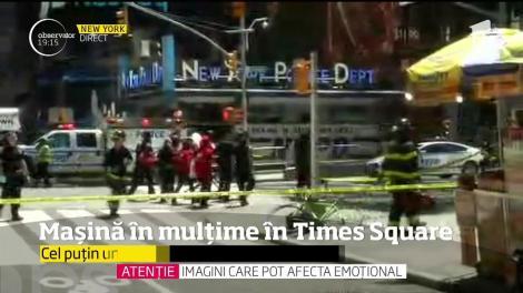 O maşină a intrat în trecători, în Times Square din New York