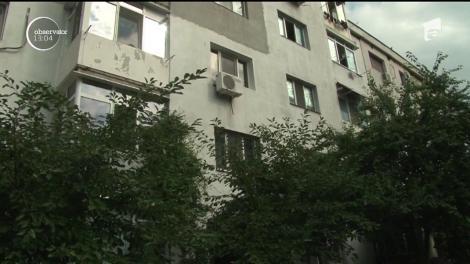 Un copil de doi ani şi zece luni s-a prăbuşit în gol de la etajul trei al unui bloc din Ploieşti
