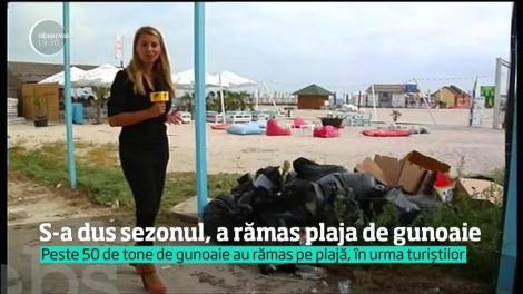 Litoralul arată ca după dezastru după plecarea turiştilor. Umbrelele şi şezlongurile au fost înlocuite de scutece si mucuri de ţigară
