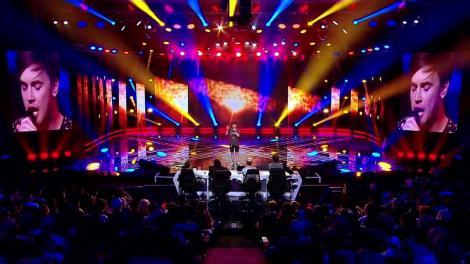 """Un vampir pe scena X Factor. George Hențu, un altfel de concurent: """"Sunt un om talentat, iubesc muzica și DA, sunt GAY"""""""
