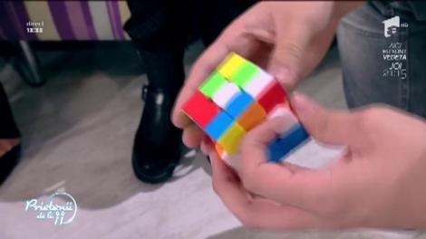 Cum să rezolvi un cub Rubik. Flavian Glonț îți vine în ajutor