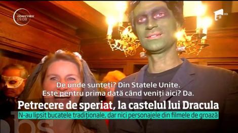 Halloweenul trece prin stomac, la Castelul Bran, turiştii au fost întâmpinaţi cu tochitura lui Dracula şi sărmăluţele lui Frankenstein, într-o petrecere de speriat