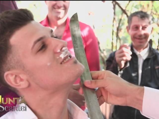Laurențiu s-a trezit cu sabia la gât! Părinții și nuntașii au început să suspine