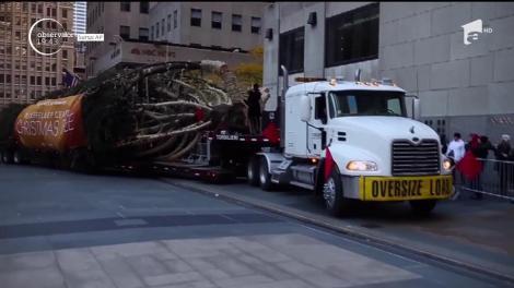 Cel mai admirat pom de Crăciun din lume a ajuns la New York. Cum arată bradul