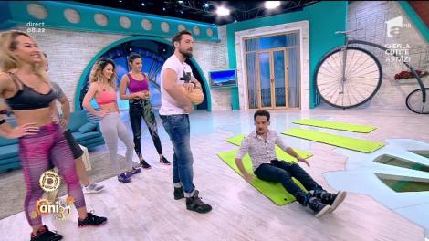 Glume pe seama Flaviei la rubrica de sport! Răzvan îi imită anumite exerciții de la sala de fitness