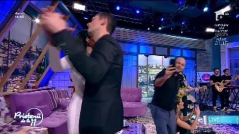 """24 de ani de Antena 1!  Te cunosc de undeva?! Moment sublim. Florin Ristei sau Lara Fabian? """"Je t'aime"""" s-a auzit cum nu se putea mai frumos la """"Prietenii de la 11"""""""