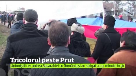 De Anul Nou, sute de români şi de cetăţeni ai Republicii Moldova au scandat pentru unire