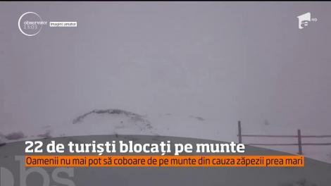 22 de turişti, printre care 9 copii, sunt blocaţi pe Vârful Roman din judeţul Vâlcea!