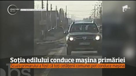 Soţia edilului comunei gorjene Bălăneşti, filmată la volanul maşinii primăriei