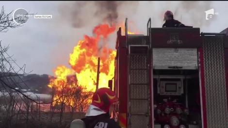 Incendiu puternic la o conductă de gaz