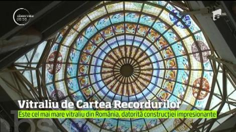 Vitraliu de Cartea Recordurilor la Biblioteca din Râmnicu Vâlcea