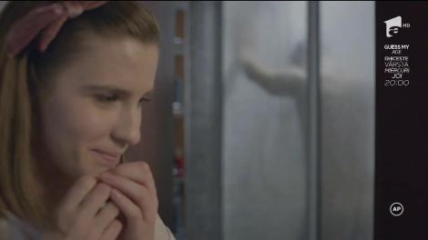 Ana îl surprinde pe Alex, GOL, în duș!