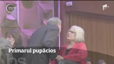 Primarul New Yorkului a intrat în gura presei după ce s-a arătat prea afectuos cu doamnele prezente la un eveniment