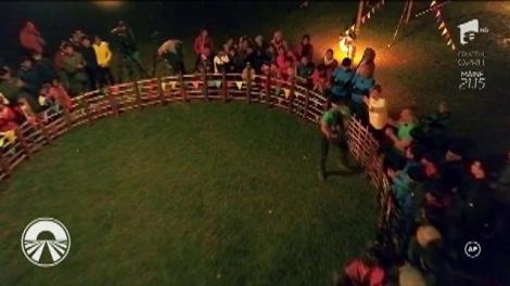 Vedetele au participat la jocuri tribale pentru a pune mâna pe amuleta norocoasă! L-ai văzut vreodată pe Moroșanu suit pe stâlp?