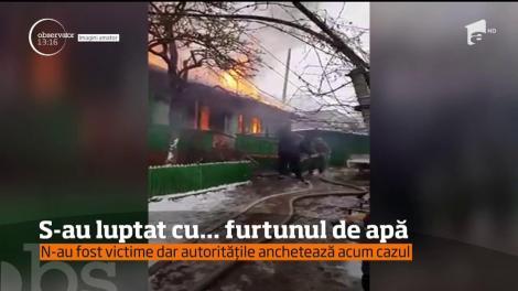 Un echipaj de pompieri ajuns la o casă, într-o comună din Republica Moldova, care luase foc, s-a chinuit minute întregi să oprească flăcările