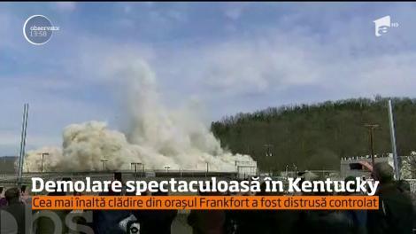 Cea mai înaltă clădire dintr-un oraş aflat în statul Kentucky a fost demolată printr-o explozie controlată!