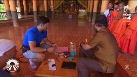 """Concurenții  de la """"Asia Express"""" ajung într-un templu budist, unde trebuie să-și facă un tatuaj! Iar metoda de realizare îți dă fiori!"""