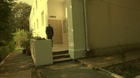"""Miliţianul Vișinescu primește o nouă misiune! Torționarul face ordine în căminul de studenți: """"Acum, rogutete, târăşte-l afară din cămin!"""""""