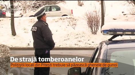 """Fie ninsoare, fie vânt... Orașul din România în care tomberoanele sunt păzite de Poliție și de camerele de supraveghere: """"Vin cu cărucioare, cu căruţe şi le fură"""""""