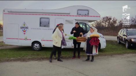 Maria Cârneci, cu taraful, şi Jean de la Craiova, cu prazul, colindă satele din Oltenia ca să descopere frumuseți și talente autentice