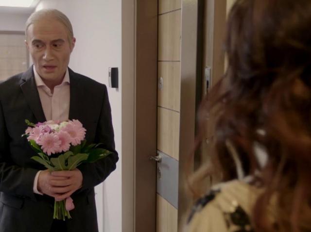 """Nu ştii cum să îţi cer iubita de soţie?! Iată TREI TIPURI DE CERERE ÎN CĂSĂTORIE: """"Primiţi cu sorcova?"""""""