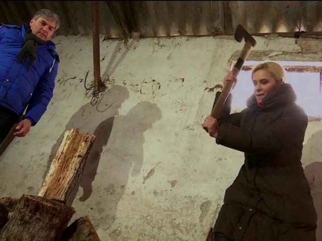 """""""Mi-am adus aminte cum era la țară."""" Paula Chirilă, o adevărată mașină de taiat lemne sau poate că nu..."""