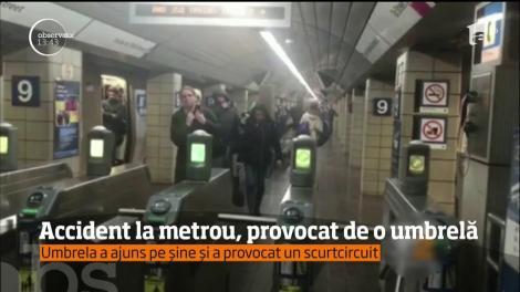 Accident la metroul din New York, provocat de o simplă umbrelă