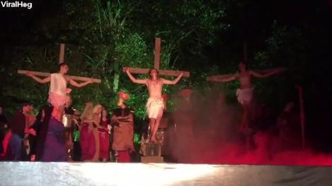 Actor, luat la bătaie de un spectator, după ce l-a împuns cu sulița pe Iisus, în timpul punerii în scenă a răstignirii. A primit o oală în cap