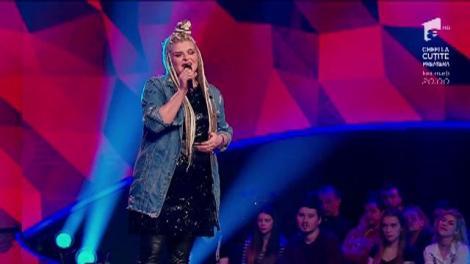 """ALEXANDRA CRIȘAN, de la """"X Factor"""" direct la """"The Four"""". Artista a venit de acasă cu cel mai tare susținător: fiul ei, în vârstă de zece luni"""