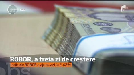 Românii cu credite sunt disperați! Ratele au crescut cu 200 de lei! Indicele ROBOR a urcat azi până la o valoare uriașă!