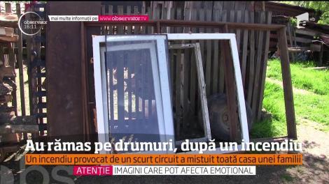 O familie cu doi copii din județul Maramureș a rămas pe drumuri, după ce casa le-a ars în totalitate