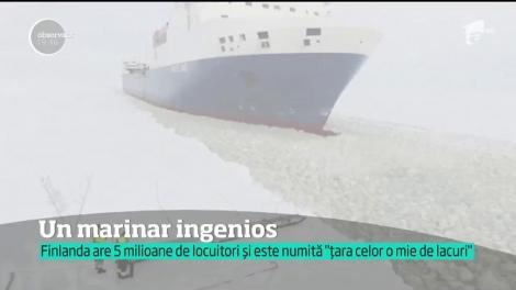 Imaginile fac înconjurul lumii. Un marinar din Finlanda se urcă pe un vapor uriaş în mers